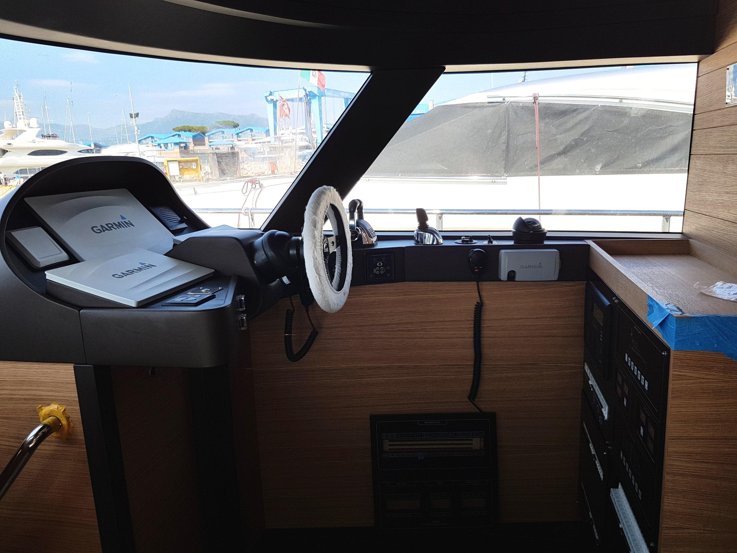 Foto-main wheelhouse-pilot station-Istante-design- yacht-general arrangement-profile-sketch architect-carignani-design-concept-luxury-boat-motor.jpg