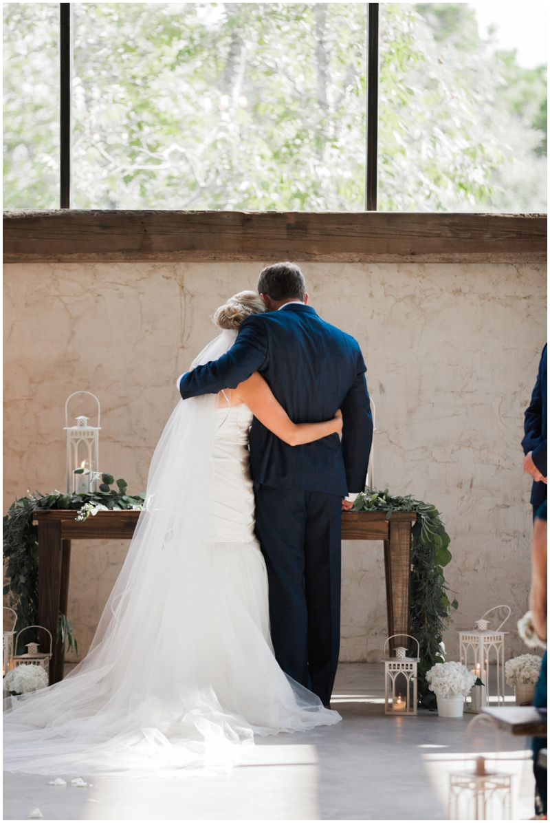 Chandelier Grove Wedding_0033.jpg