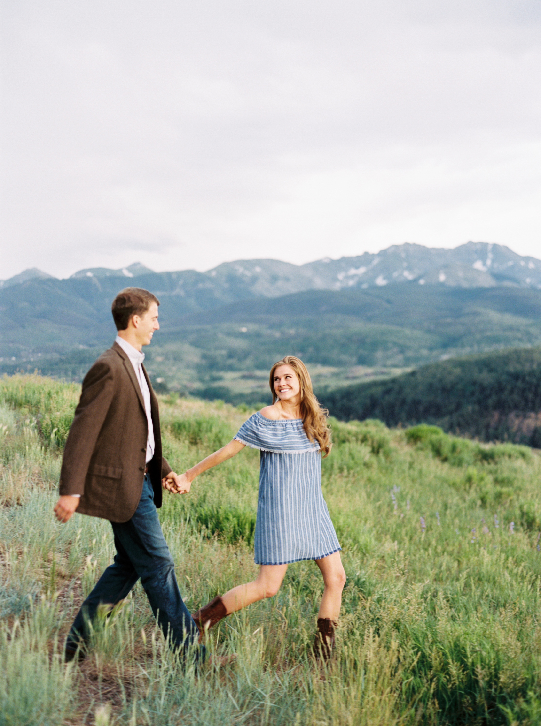 Amazing view at this Colorado engagement session  by Top Colorado Wedding Photographer Hannah Mayson