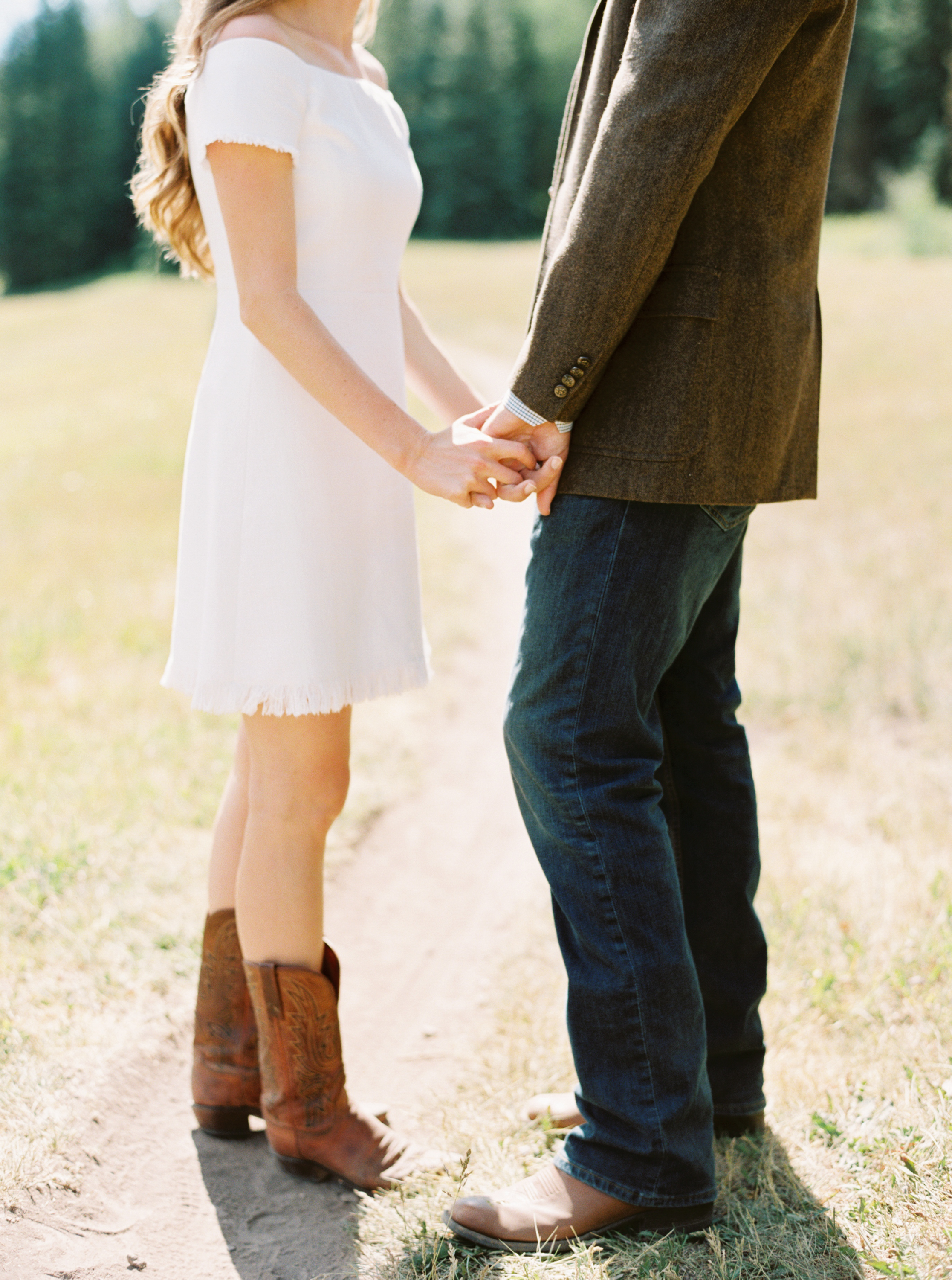 Engagement Session Outfits-55.jpg