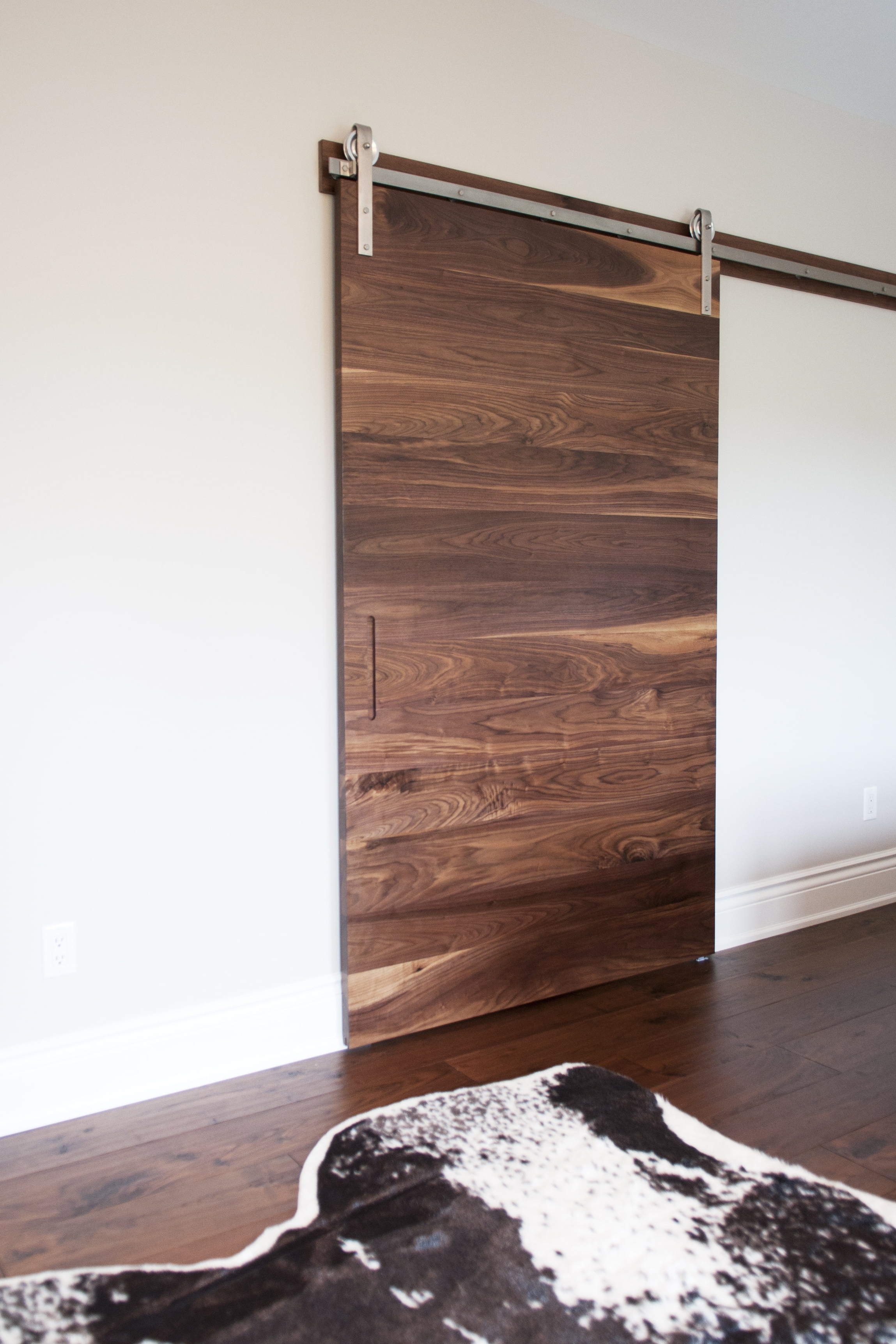 walnut_slab_door_stainless_steel_2016_03.jpg