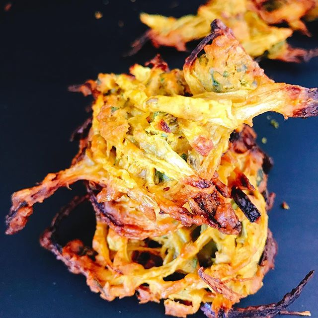 Cold evenings like this call for #traditional #comfortfood Onion Bhajiyas/Fritters are a #popular #indian #snack that are deep fried, my #healthy version is #baked and uses just 2-3 tablespoons of #oil and they taste just the same and are super #crispy and #yummy I believe in eating everything I grew up and sometimes the things that don't work for my #cleaneating lifestyle I just try to make it healthier without losing the #taste and #texture much.... #homecooking #healthyeating #simple #quick #snacktime #vegan #glutenfree #notfried #vegansofig #chefsofinstagram #instafood #myfood #familyfood #fitfam #eeeeeats #soakandsproutwellness