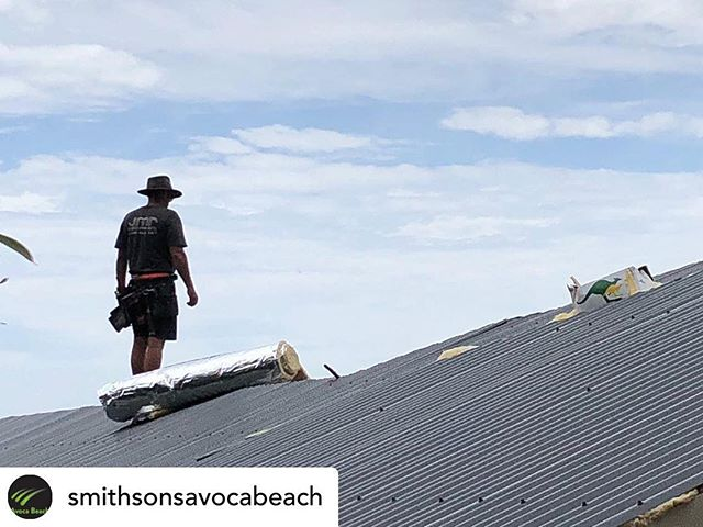 Just a bloke on a roof doing some thinkin #akubra #australia #roofing