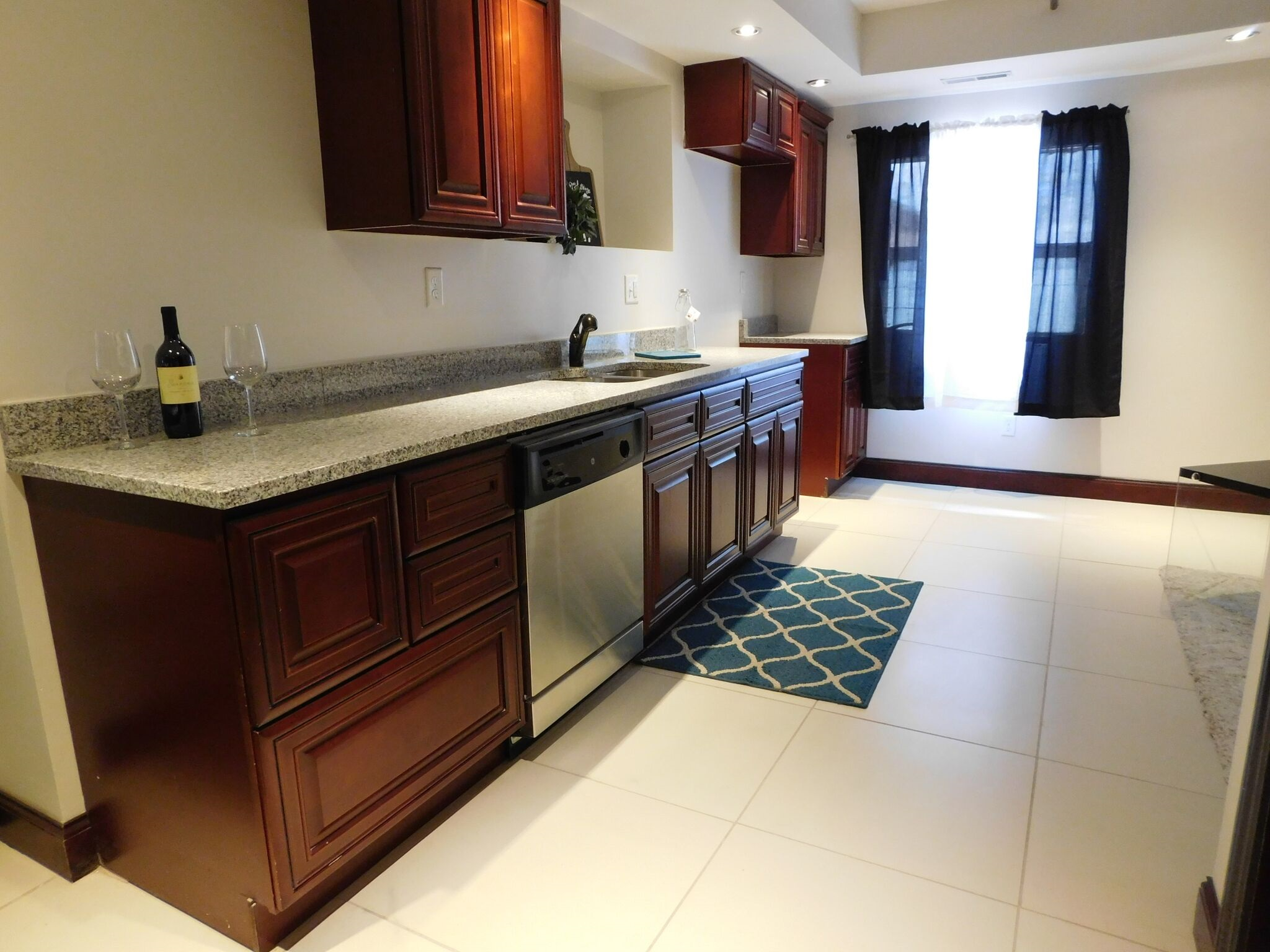 01 Unit - 1 Bed/1.5 Bath - 765 sq. ft. - $1,225/Mo