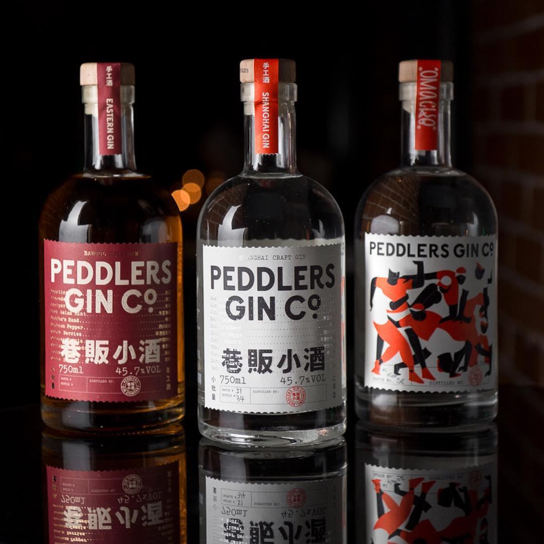 Peddlers 衍生于来自上海的地下文化的灵感,是一个罕见的亚洲金酒品牌。一个由创作者、艺术家、商人和音乐家组成的多元化的团体,他们致力于不断推进工艺的界限。 -