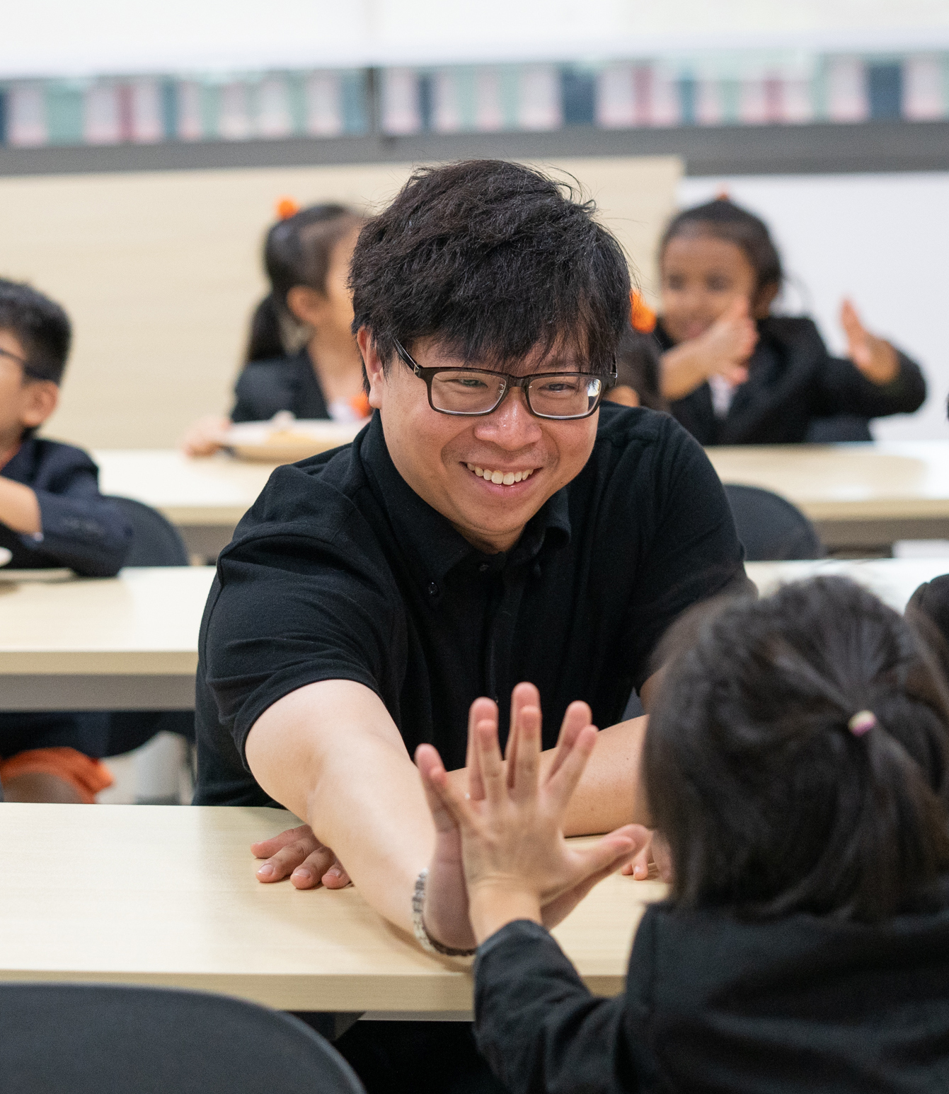 """IMMERSION - Fascinated by Mahler's 5th Symphony, the children have explored the theme of """"sayang"""" (Malay for love) together with Kahchun, alongside exclusive interviews with Marina Mahler, granddaughter of the composer.Through music, the children ask questions and learn more about life and the adult world."""