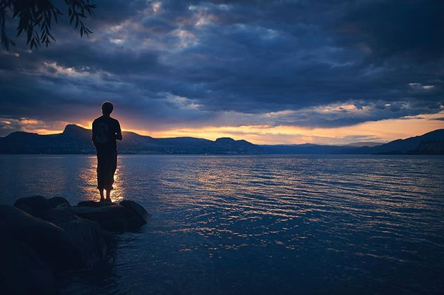 Sunset on the Okanagan Lake. It was an amazing trip packed with warm air adventure and interesting people. A lakeside wedding, beach days, water skiing, hiking, and rock climbing. Photos of all this action coming soon! #okanaganlife #lakeside #britishcolumbia #ig_color #gameoftones #explorecanada #canadaparadise #sunrise_and_sunsets #sky_captures #sharecangeo #lifeofadventure #liveoutdoors #simplyadventure #makemoments #exploremore @imagesofcanada @canadiancreatives @sunsetorsunrisemagazine @explorecanada @livelovecanada