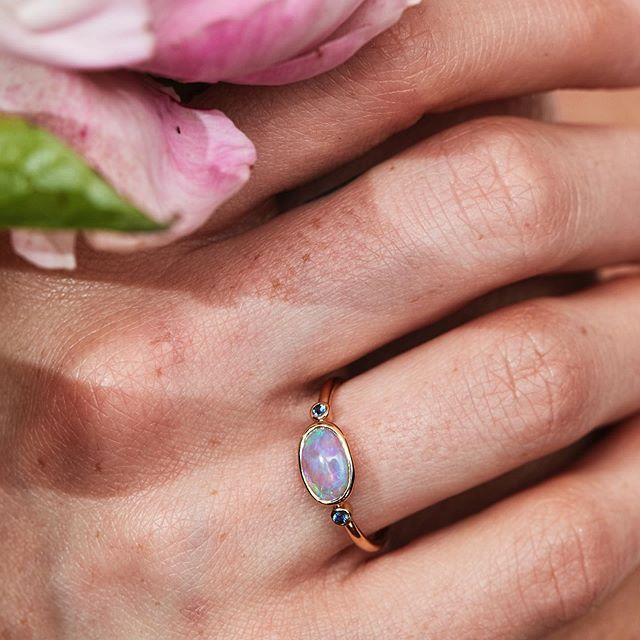 🌹The moon / beam ring with blue sapphires ✨