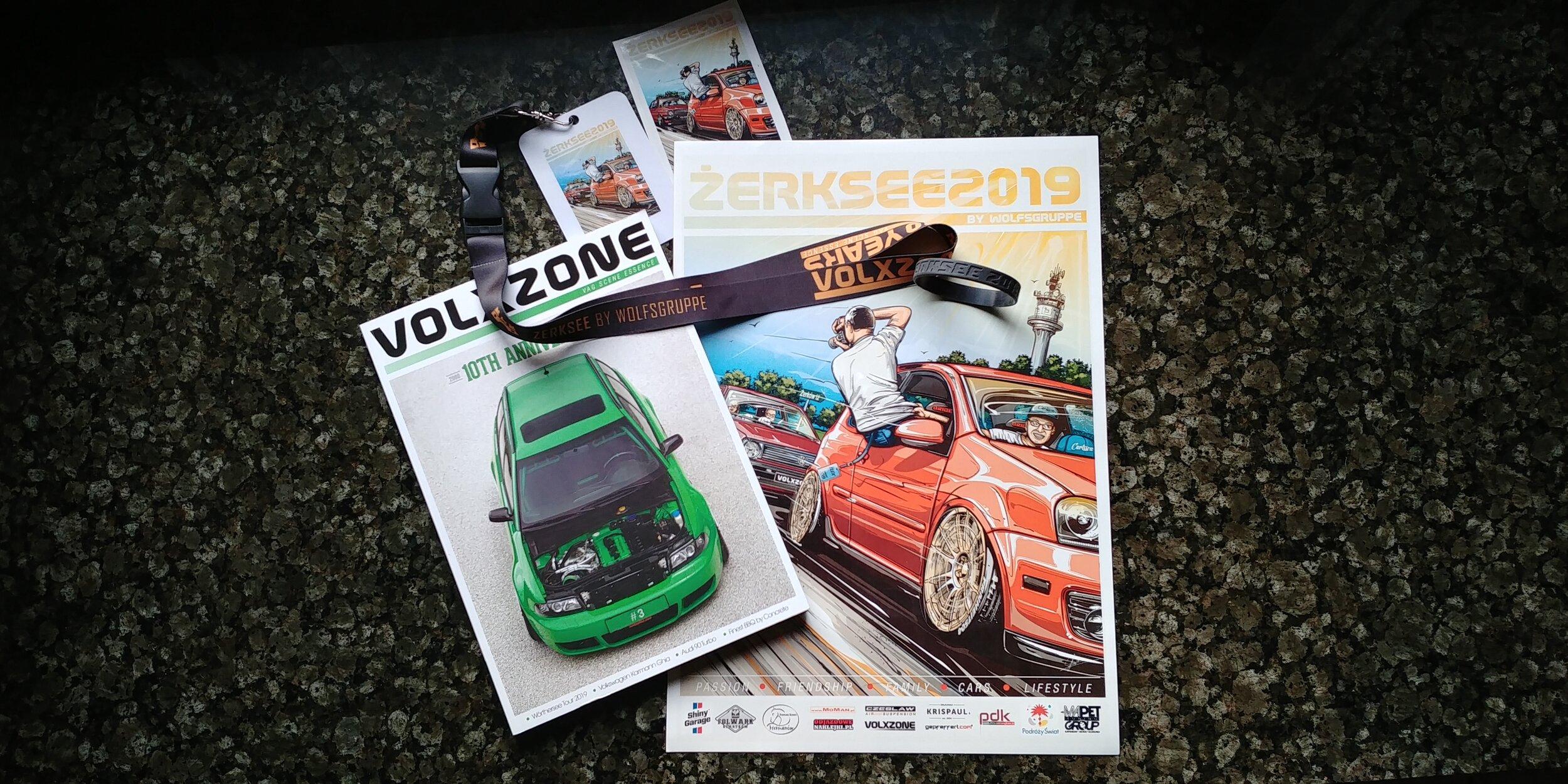 Volxzone - Volxzone on julkaissut ensimmäisen verkkolehtensä vuonna 2009. Lehden toimitukseen kuuluu kolme henkeä, Patryk Bielinski, Lukasz Elszkowski ja Michal Bielawski. Pääpainon ollessa alkuun Puolalaisessa VAG scenessä on ajan myötä lehti laajentunut kansainvälisemmäksi. Kyseinen aviisi on erittäin upeasti taitettu ja sen tekijät ovat panostaneet ja kehittäneet siitä hienon kokonaisuuden joka on käännetty Puolan lisäksi myös Englanniksi. Volxzone julkaisi kolmannen paperisen lehtensä tämän vuoden Zerkseessä joka oli myös lehden 10. juhlavuosi. Suuri suositus tutustua tähän lehteen jota tehdään täysin rakkaudesta lajiin.Volxzone published its first online magazine in 2009. The editorial team includes three people, Patryk Bielinski, Lukasz Elszkowski and Michal Bielawski. With the emphasis initially on the Polish VAG scene, the magazine has grown to become more international over time. Magazine is very stylish and its creators have developed a wonderful ensemble of VAG essence which has been translated not only into Polish but also in English. Volxzone released its third paper magazine in this year's Zerksee, which was also its 10th anniversary. It's a great recommendation to check out this magazine, which is made entirely out of a love for VAG scene.