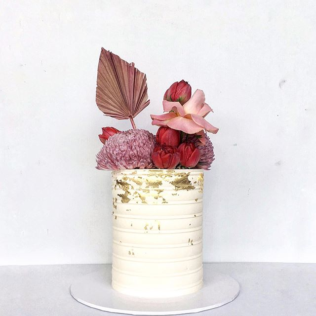 In all her glory.. that pink leaf / fan thing is really hitting the spot for me. Anyone know what it's called? Also, current obsession: cake combs. #cake