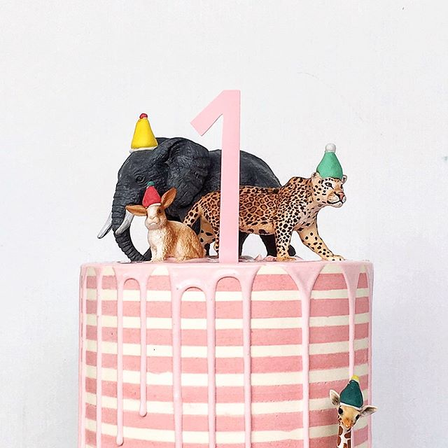 Last week was one of my biggest but it was also one of my favourites. It's rare that I completely love all of my cakes, but last week - i pretty much nailed them all 😏 #humble.  This little animal party was inspired by my gal @brideandstork  Stripes inspired by the non stop striped cake videos I keep seeing on my gram. Message received Insta. #cake