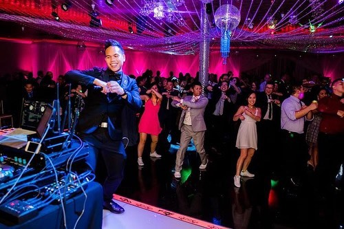 Don't trust a DJ who doesn't dance! 😝💯 Thank you @tnkphotodotcom for capturing some fun moments at Carly & Harry's wedding! 🎉🙌📸 | Dec. 21, 2018 #mojoeevents #ocwedding #djentertainment #partywedding