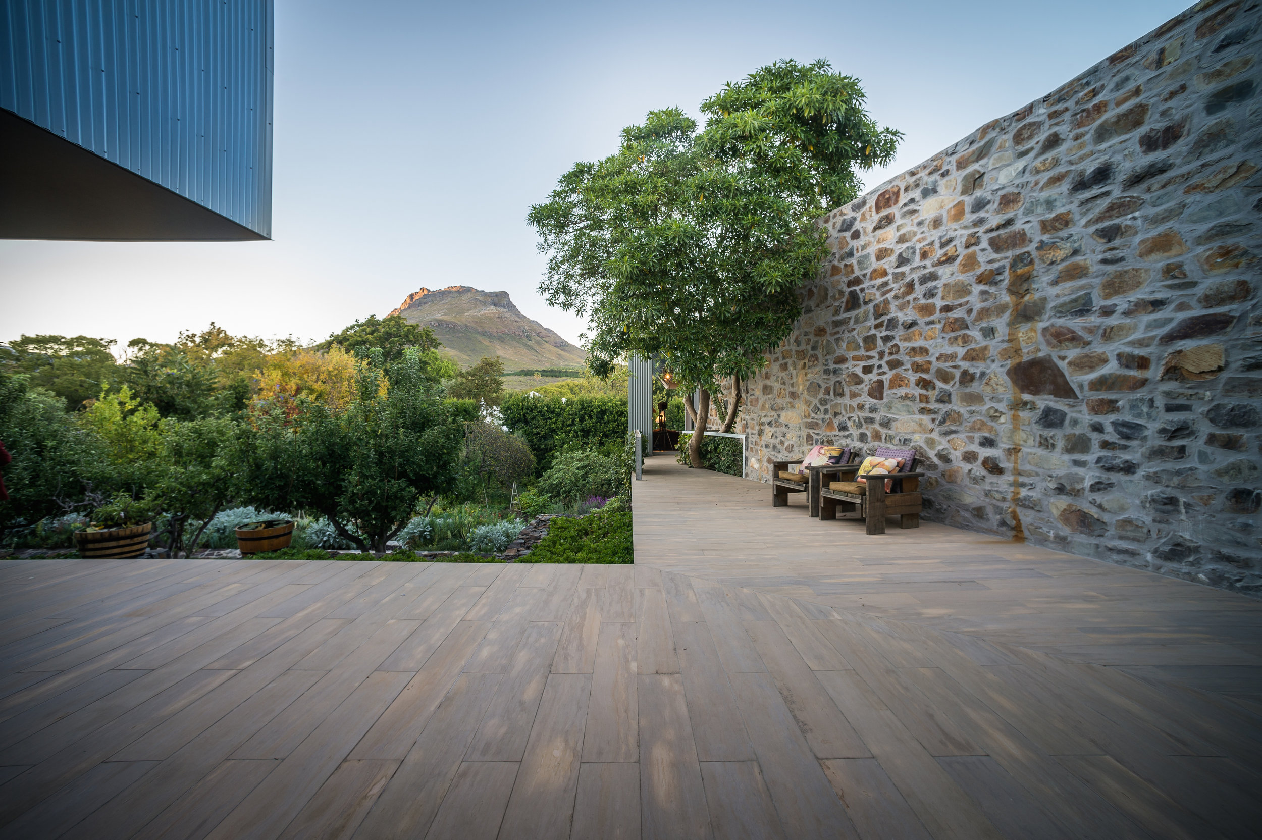RelationToLandscape_SleeHouseStellenbosch_PhotoCredit_WilPuntFromPeartreePhotography.jpg