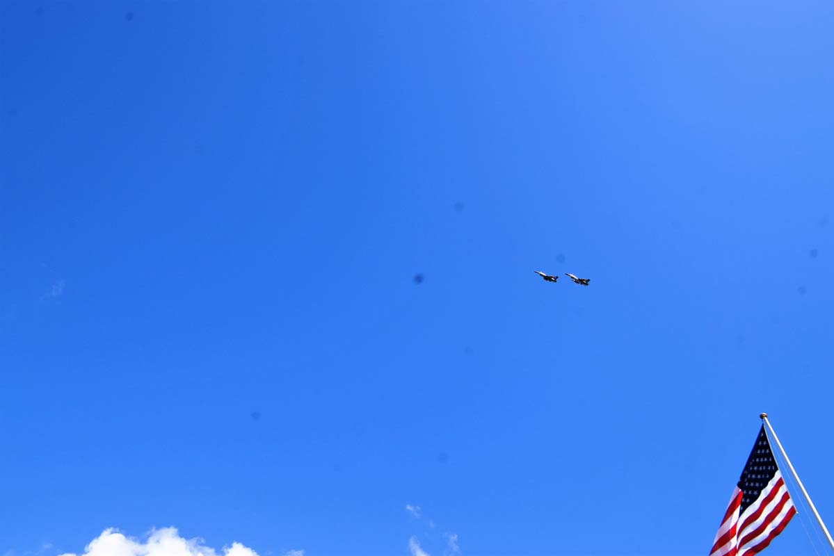 Overflyvning af to F16 jagerfly.