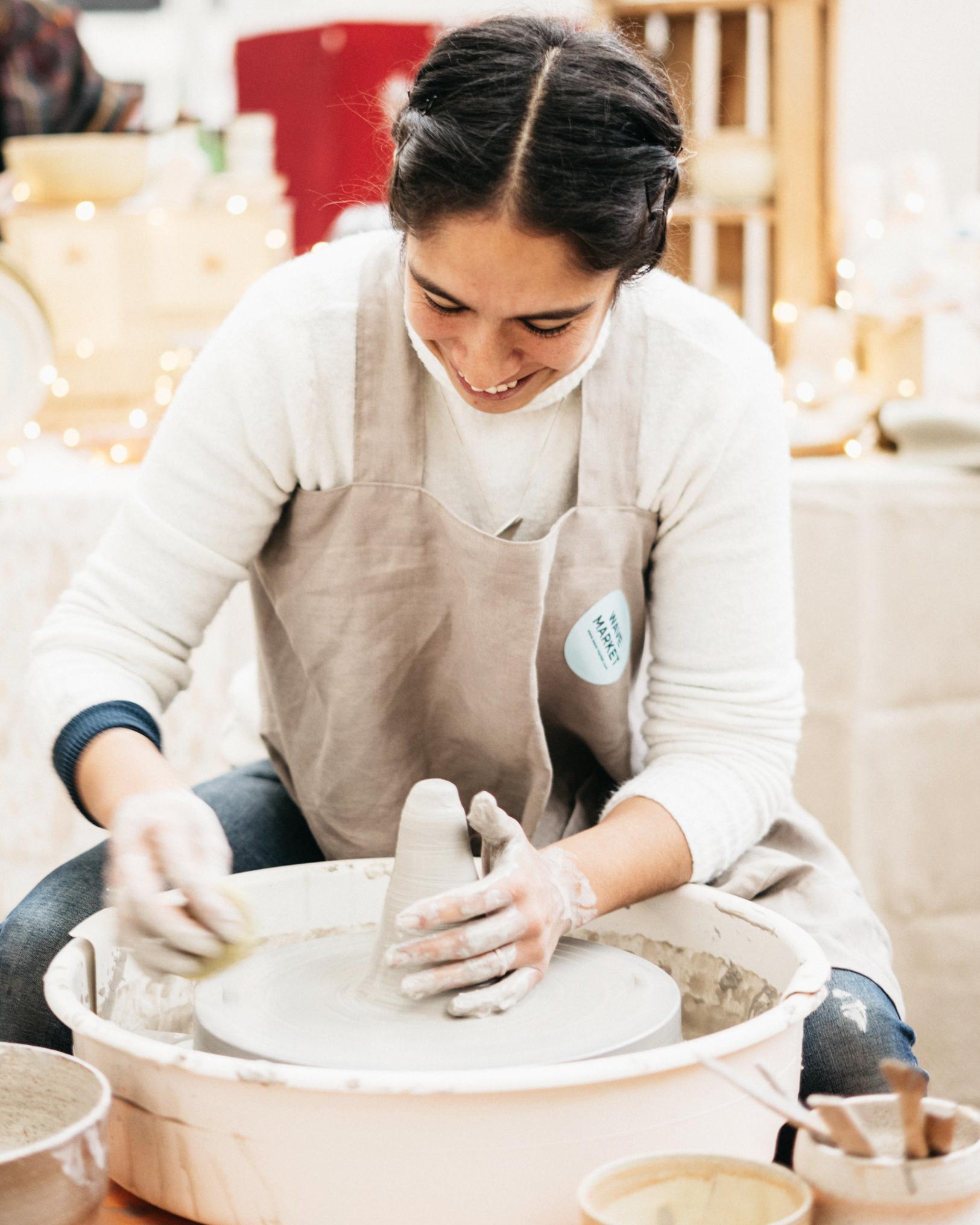 Craft - Partire dalla materia grezza per realizzare qualcosa di unico, che sia testimonianza di tradizione ed esp- ressione di creatività ed innovazione. Questo è il mantra che accomuna i nostri artigiani, che si occupano di prodotti per la persona, casa ed alimentari.