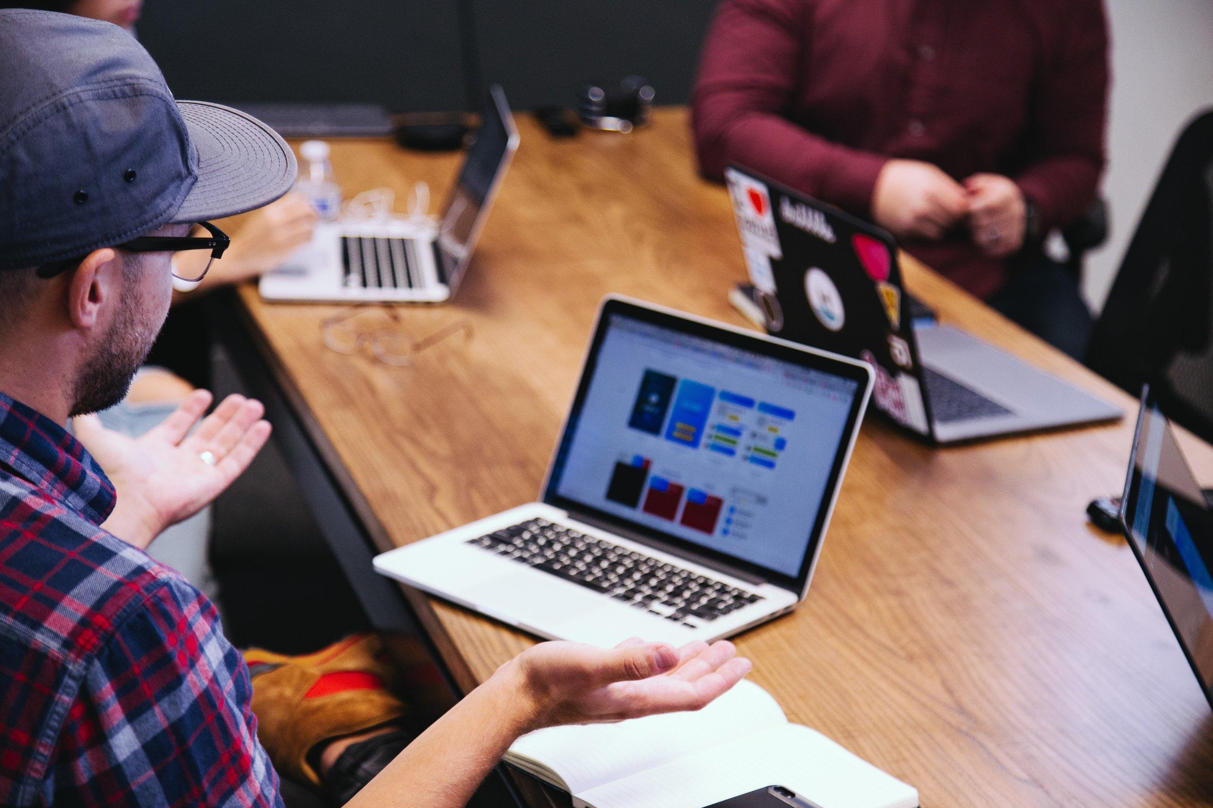 Creative Hunting. Trova la persona più adatta. - Capiamo qual è il fit migliore sia in termini di cultura aziendale che di competenze per evitare di avere discrepanze dopo l'inizio della relazione.