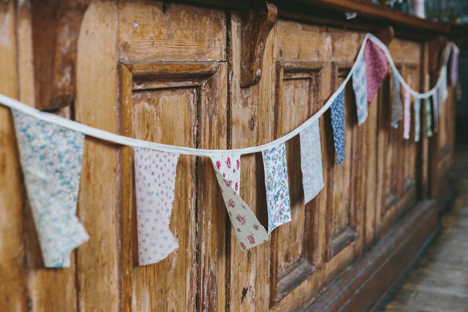 wpid332685-london-pub-wedding-charlie-brear-32.jpg