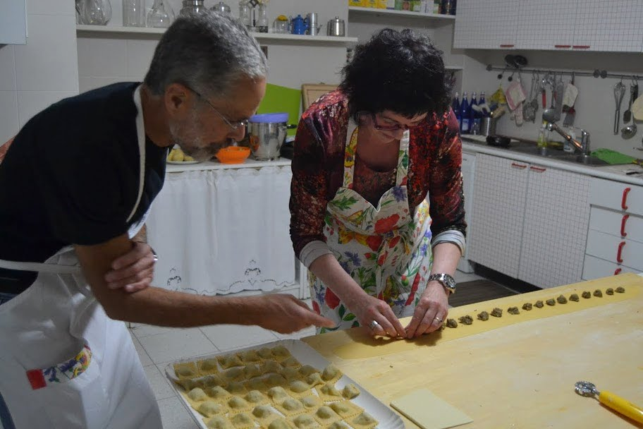 Michele e Toni lezione di cucina.JPG