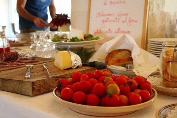 Affettati_formaggio_e_pomodorini.jpg