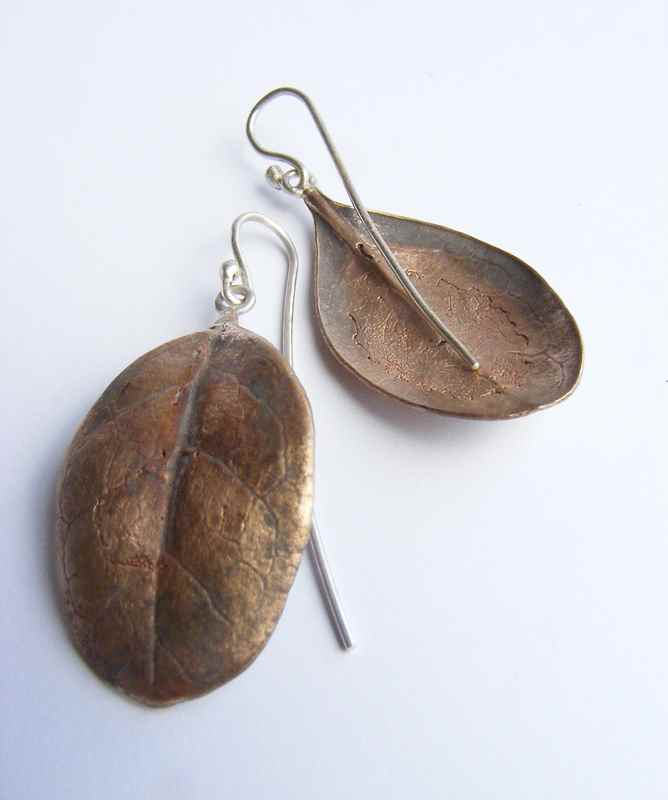 Caprosma leaf earrings bronze NBE066.jpg