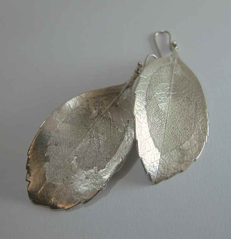 Indian Hawthorne leaf earrings bronze NBE067.jpg