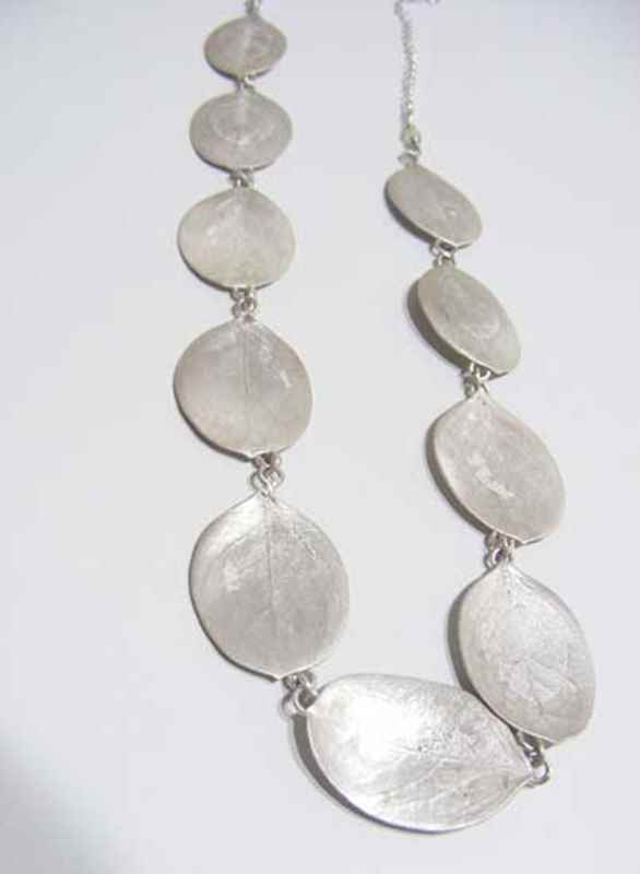 Rooibessie necklace, 10 leaves, silver NBN004.jpg