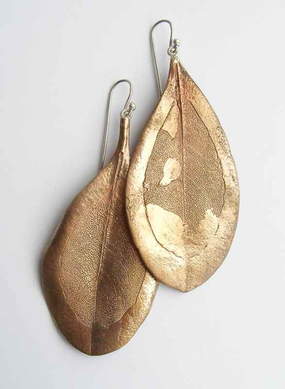 White milkwood leaf earrings bronze NBE059.jpg