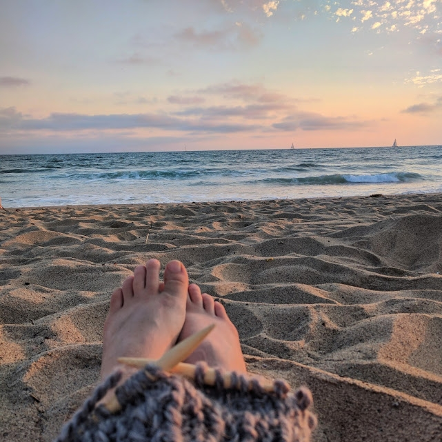 beach knitting unrealness