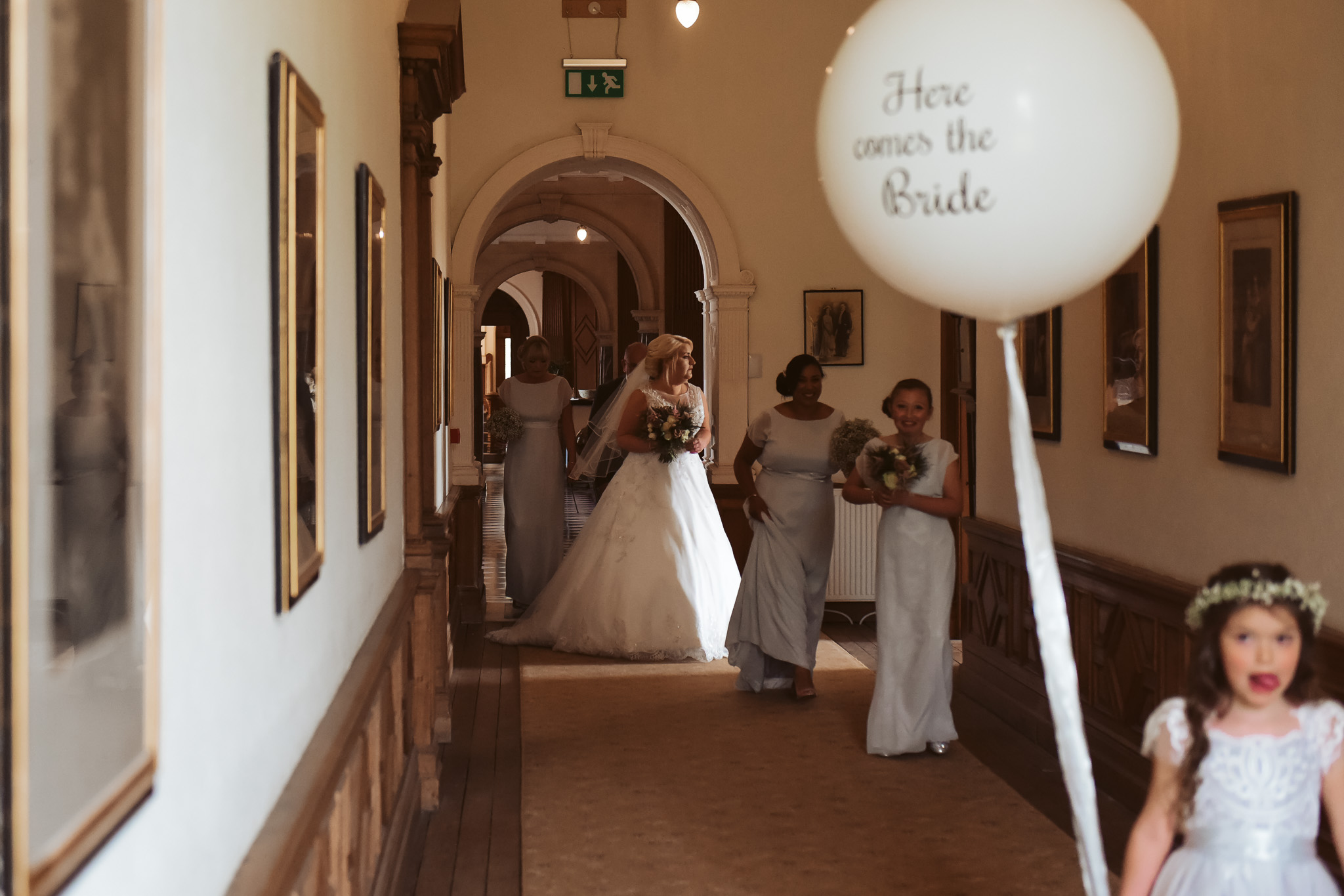 bride make her way to the drawing room