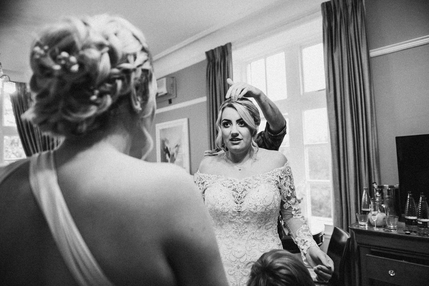 natural photograph of the bride getting ready