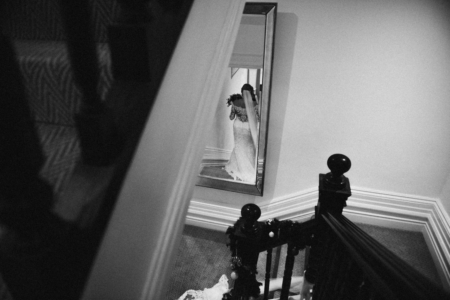 beautiful black and whitr photograph of the bride