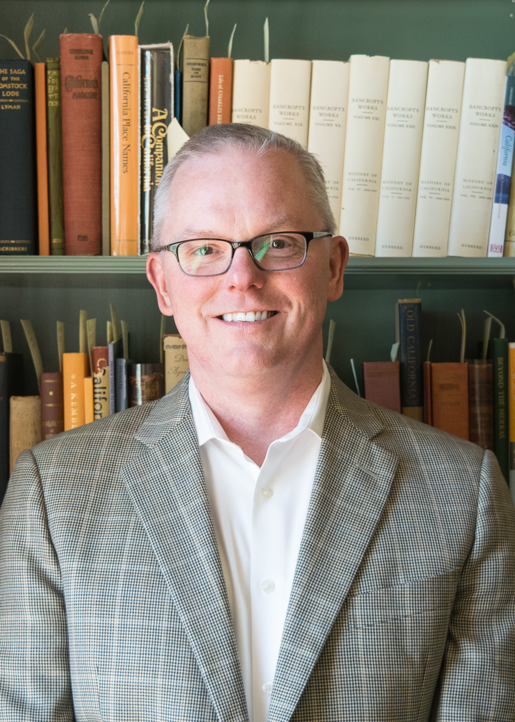 Originally from New York, Kevin earned a Bachelor of Arts degree from State University of New York College at Buffalo and a Masters degree in Theatre Arts from the University of Illinois in Chicago. He has more than 25 years of experience working in the nonprofit sector and is a Certified Fund Raising Executive (CFRE). He has held senior leadership and resource development positions with the Chicago Youth Symphony, American Lung Association in California (Greater Bay Area and Sacramento), Pets Are Wonderful Support (PAWS), YMCA of the Central Bay Area, Peralta Colleges Foundation, and Sierra Club. He is currently the Executive Director for the Book Club of California. Kevin joined the KML Board of Directors in June 2018.