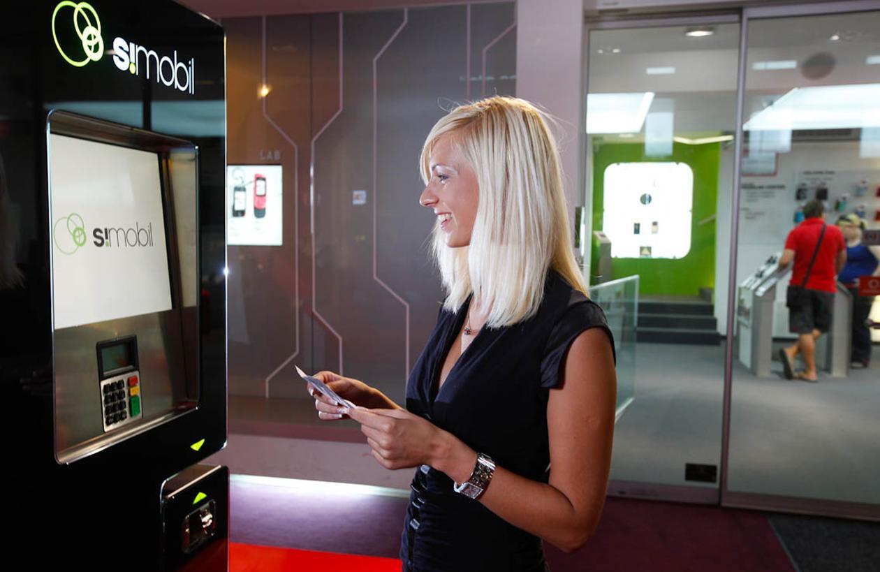 wireless communications for vending and kiosks