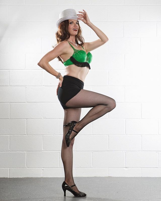 Her high kicks will get your Monday moving!  Join @whatdiderikasee company director of @voiladancesd every Monday at 7:30 for Burlesque!  Get in touch with your playful side. Strip your inhibitions...not your clothes 💚 . . . 📸@vixenphoto . . . . . #burlesque #dance #sexydances #legsfordays #cabaret #solanabeach #encinitas #passion #themovementlab