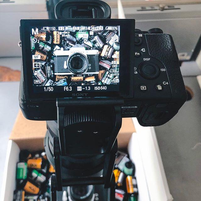 Grabbing a quick shot for @mymikescamera. - - - - - #mymikescamera #visitsacramento #film #createcommune #artofvisuals #sacramento #sacramentoproud #yourschoolyourview #sonyalpha #behindthescenes #onset #onsetlife #makingof #mondaymood #filmmaking #videography #videomaker