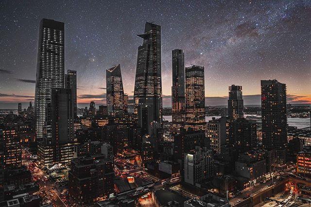 Late nights and City lights. • • • • • • #shotzdelight #heatercentral #lifeofadventure #travelgram #newyork #beautifuldestinations #citykillerz #urbanexploration #rooftopview #agameoftones #sonyalpha #urbanexploration #createcommune #createexploretakeover #artofvisuals #illgrammers #way2ill #cityview #skyline #travelfilmmaker #photooftheday #instagoodmyphoto