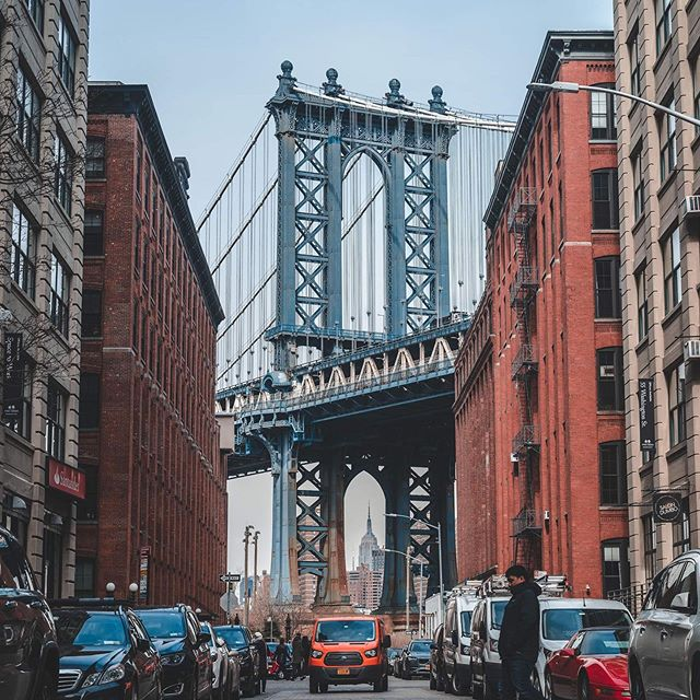 Everyone does it but I couldn't resist grabbing the shot. 😂 • • • • • • #justgoshoot #mymikescamera #moodygrams #visualgrams #creativeshot #cinematographylife #artofvisuals #illgrammers #travelgram #yourschoolyourview #capture_today #way2ill #newyork #brooklynbridge #dumbobrooklyn #yourschoolyourview #sonyalpha #sonyalphagang #onsetlife #onset #behindthescenes #citykillerz #urbanexploration #citylife #concretejungle