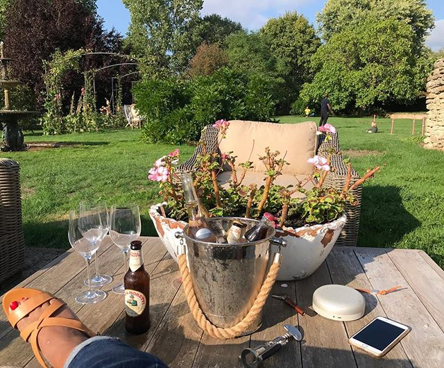 No filter folks!! The beauty of a garden my gifted friend has designed and cultivated. Feeling blessed and relaxed #family #oldfriends #wiltshire #fun #relaxation