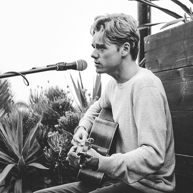 Nic Johnston kicking off our first Acoustic Rooftop Sessions. Stay tuned for our next secret artist playing in 2 weeks. ❤️🌱 📷 @georgecondon2