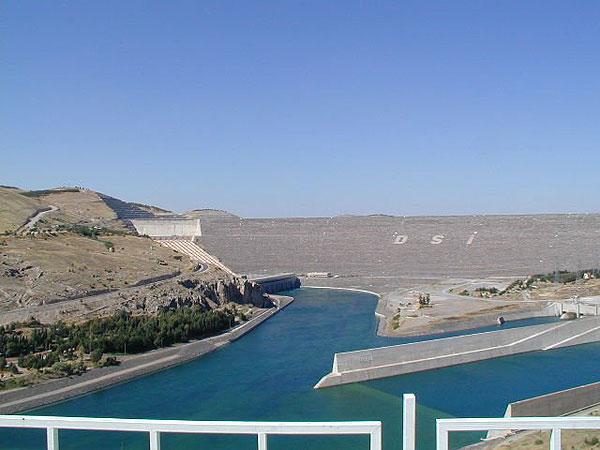 Atatürk Dam, Euphrates River, Anatolia, Turkey. Image courtesy of http://www.water-technology.net/projects/ataturk-dam-anatolia-turkey/ataturk-dam-anatolia-turkey5.html