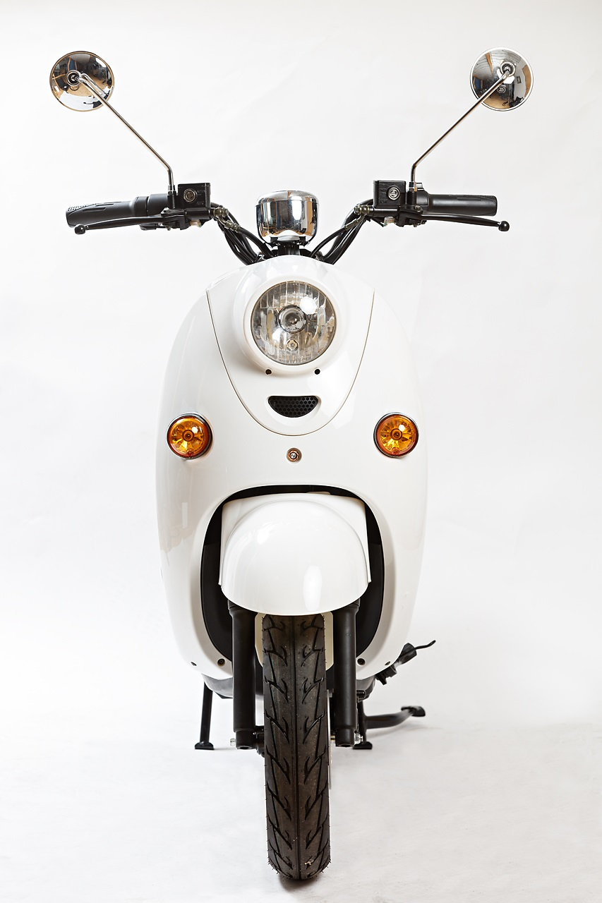 Agva Scooter front white.jpg