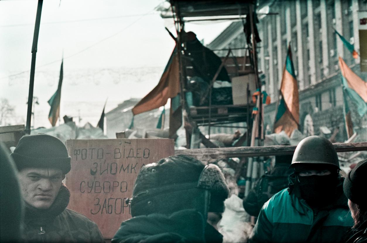 © Sam Asaert - Walking into the barricades
