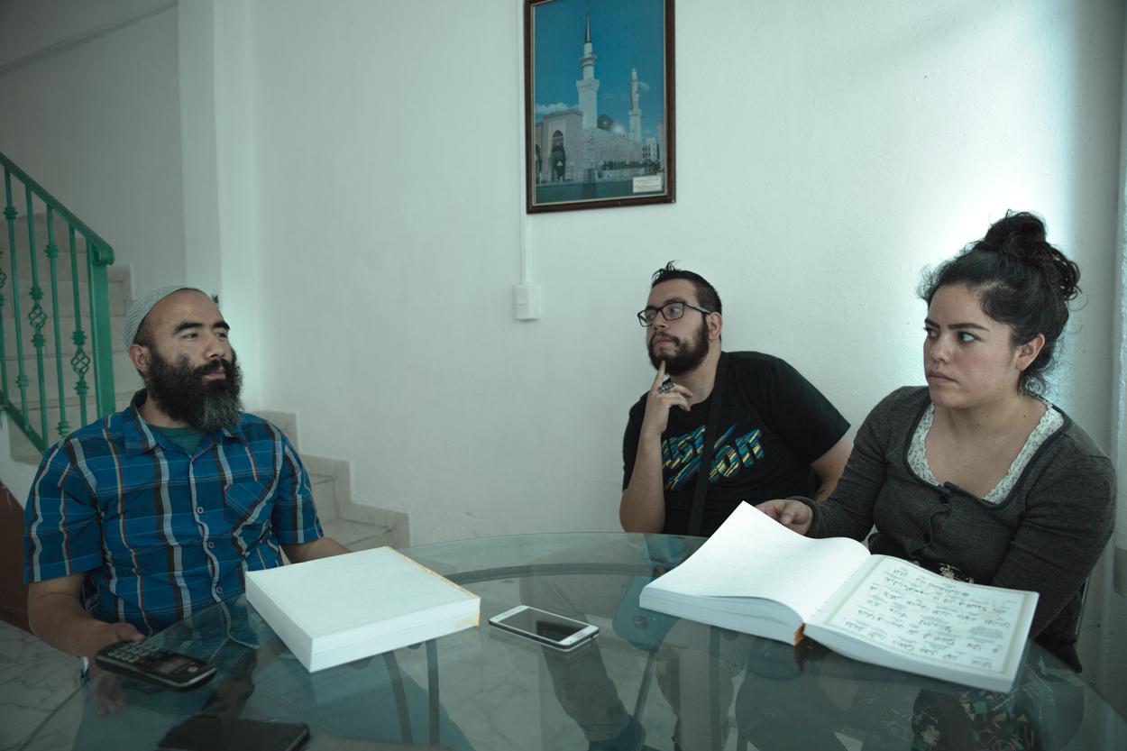 Rojas explains Islamic faith and religion to Zeltin Mota (Right), who wishes to convert.