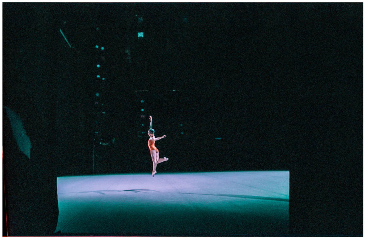 A single dancer graces the stage © Sam Asaert - 2013.jpg