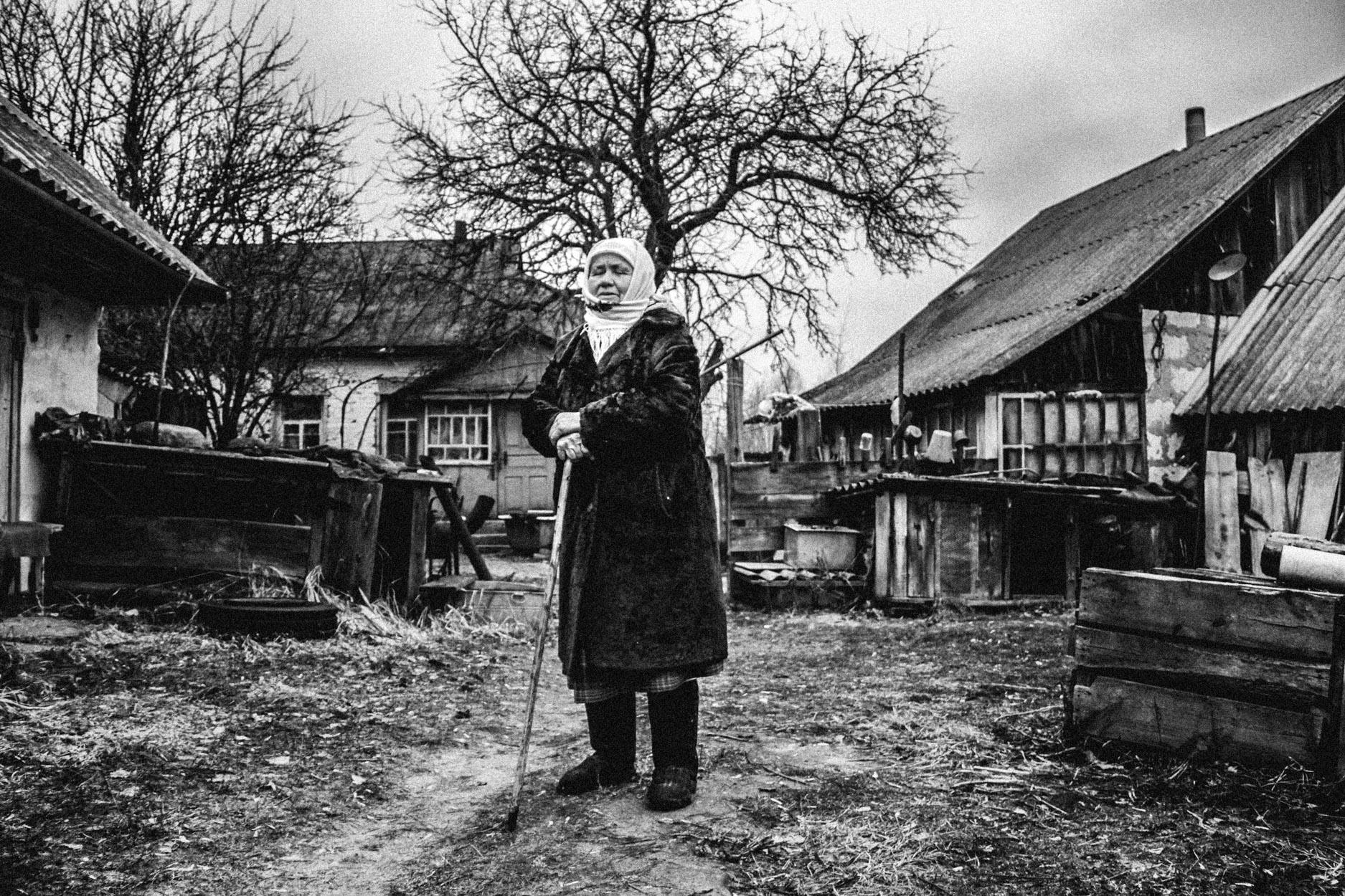 Galina on her stick in her farm © Sam Asaert - 2011.jpg