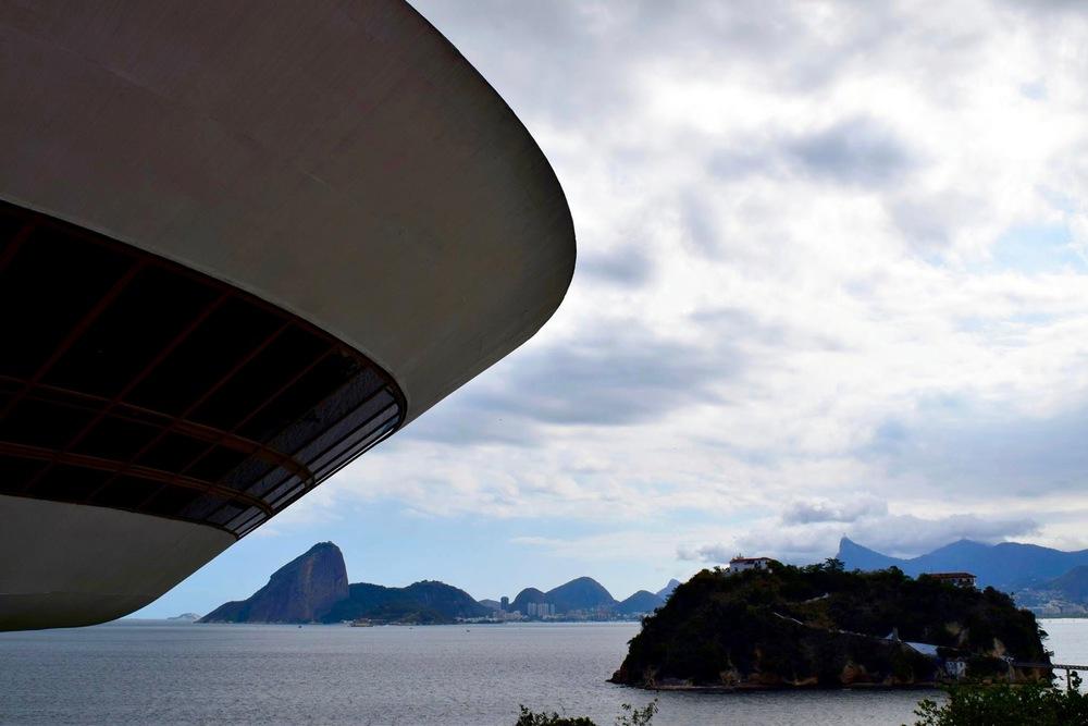 Museum of Contemporary Art and view of Rio & Pão de Açúcar