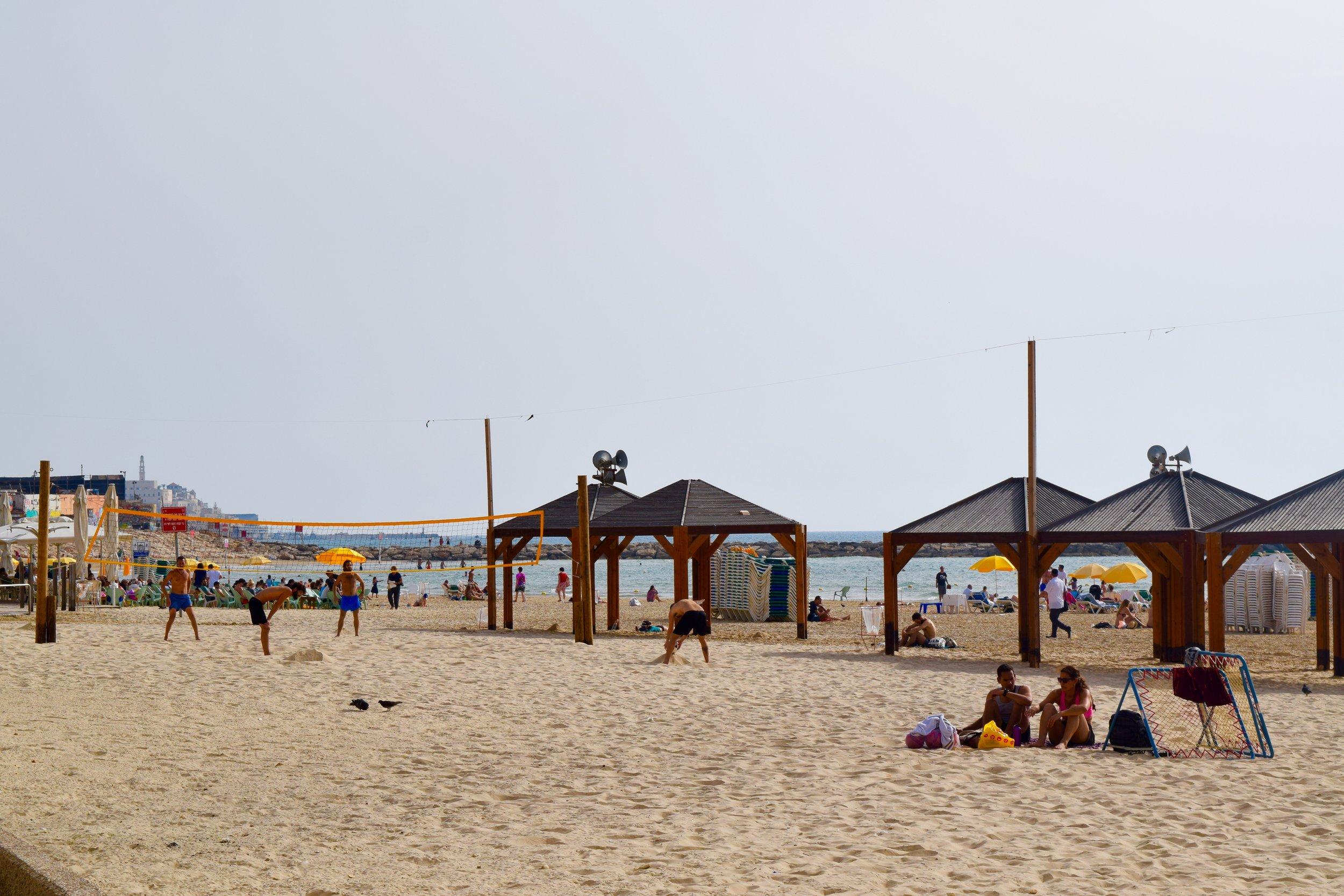 Jugadores de volley en la playa de Tel Aviv
