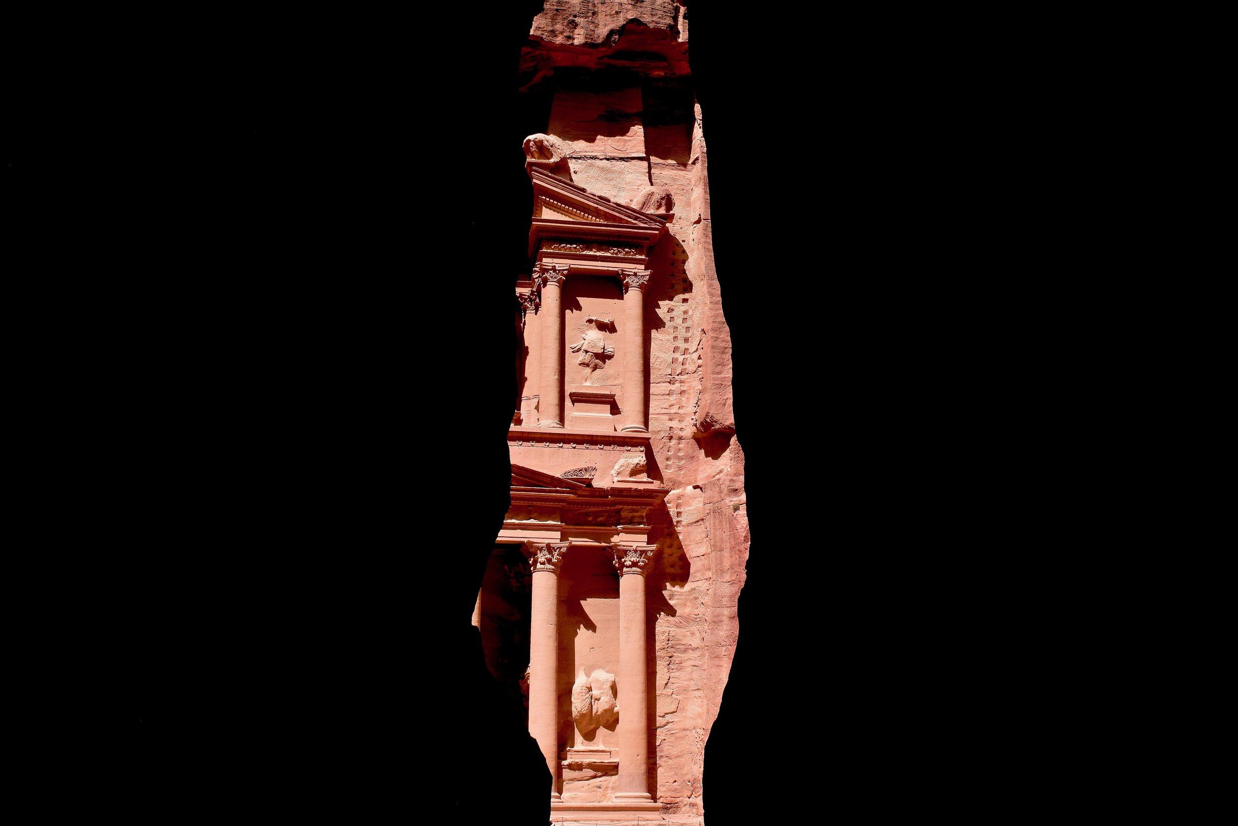 Vista del Tesoro de Petra desde el Siq