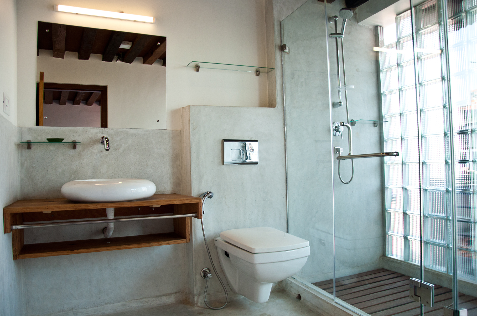 Bright and modern bathroom with 24h hot shower.