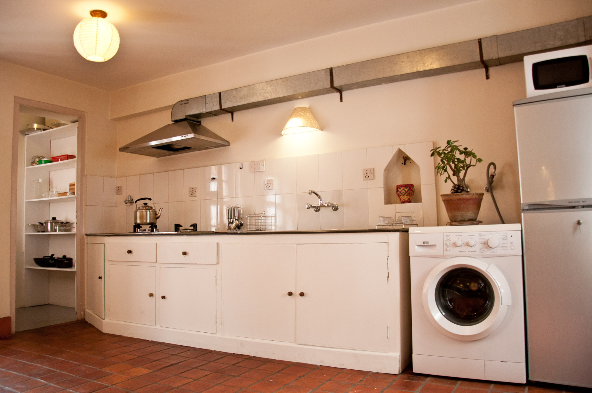 Fully equiped kitchen, microwave, washine machine and storage space.